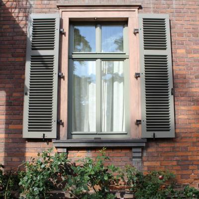 Denkmalgerechtes Fenster mit Klappläden