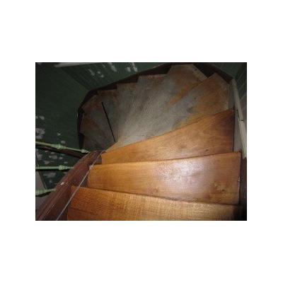halb restaurierte Treppe, geölt