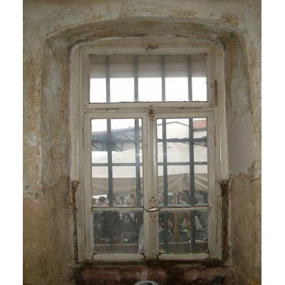 Unrestauriertes Fenster